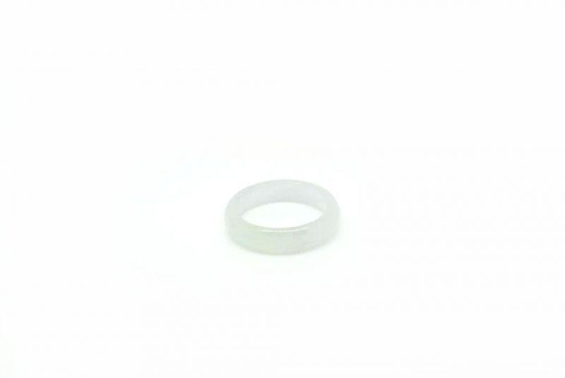 bague en jade blanc taille 62. Black Bedroom Furniture Sets. Home Design Ideas