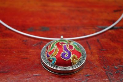 Collier Ethnique Broderie Rond Rouge