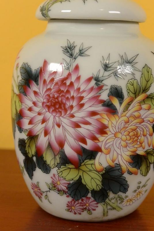 Small Chinese Porcelain Potiche - Colorful - Flowers 2