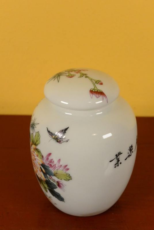 Small Chinese Porcelain Potiche - Colorful - Flowers 3