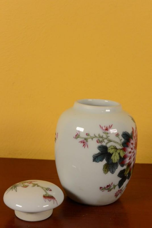 Small Chinese Porcelain Potiche - Colorful - Flowers 4
