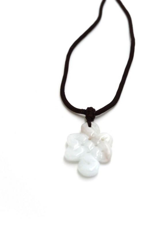 Necklace with Jade pendant - Endless knot - White 2