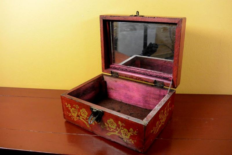Old Chinese Chest - Makeup box 4