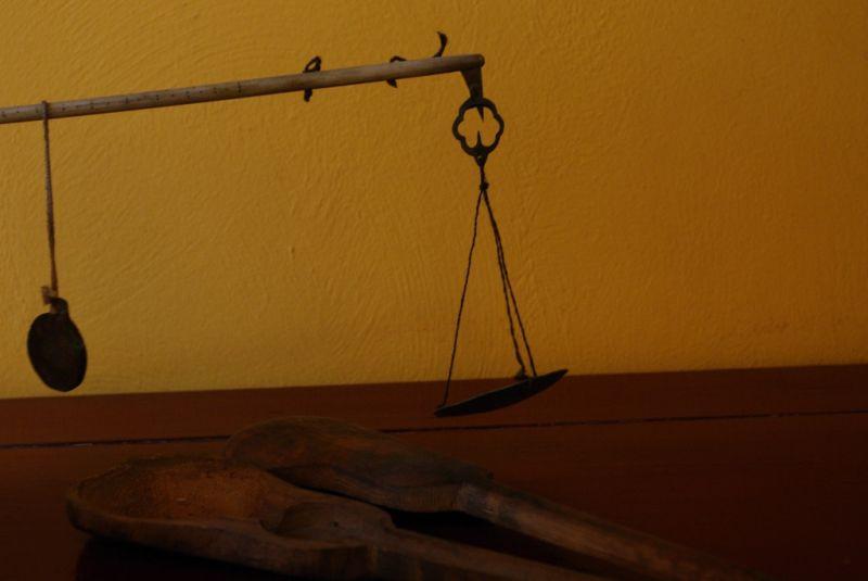 ancienne balance opium. Black Bedroom Furniture Sets. Home Design Ideas