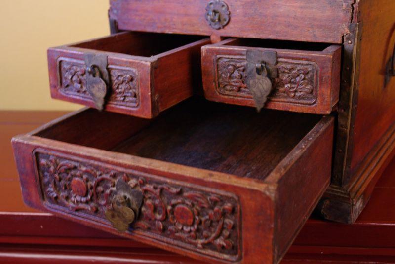 ancienne grande boite chinoise en bois avec miroir. Black Bedroom Furniture Sets. Home Design Ideas