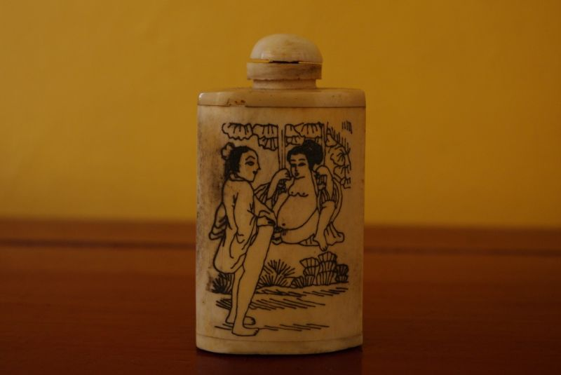 Erotic Snuff Bottle