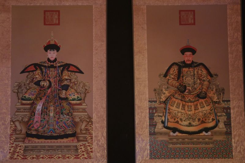 Small Chinese ancestor couple Nurhaci emperor