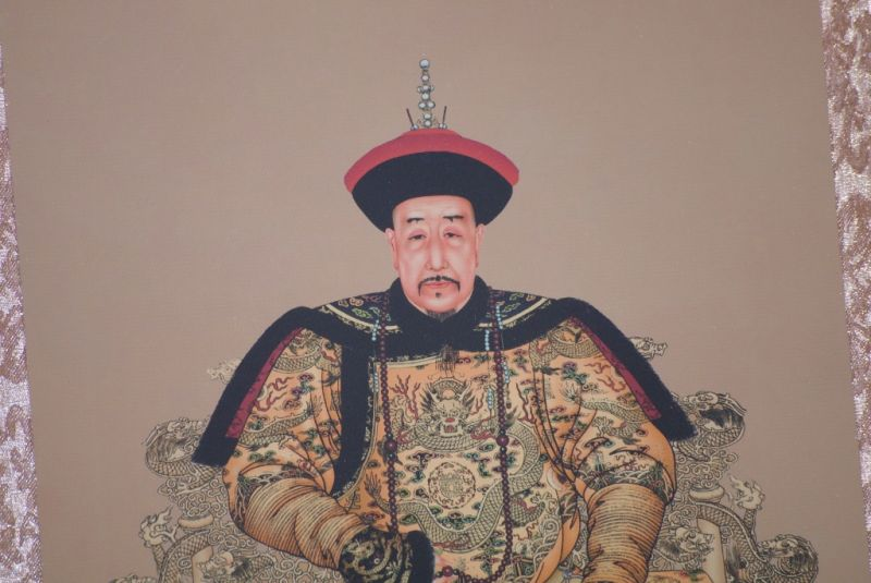 Small Chinese ancestor couple Nurhaci emperor 3