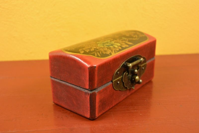 Very small Chinese Wooden Red and black Box 3