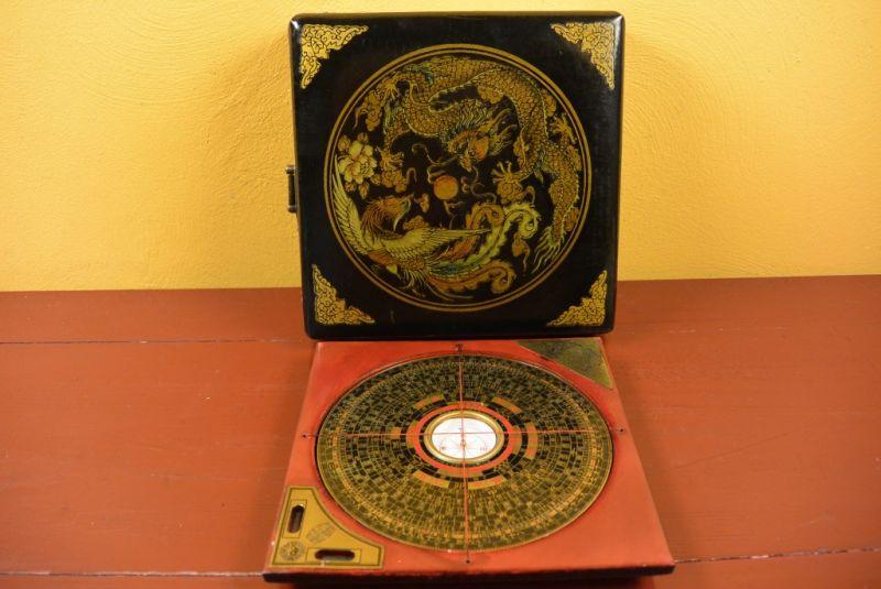kleiner feng shui kompass schwarz drache und phoenix. Black Bedroom Furniture Sets. Home Design Ideas