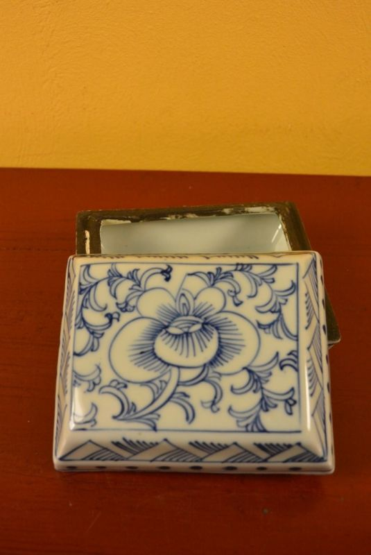 Chinese Porcelain Potiche box 4