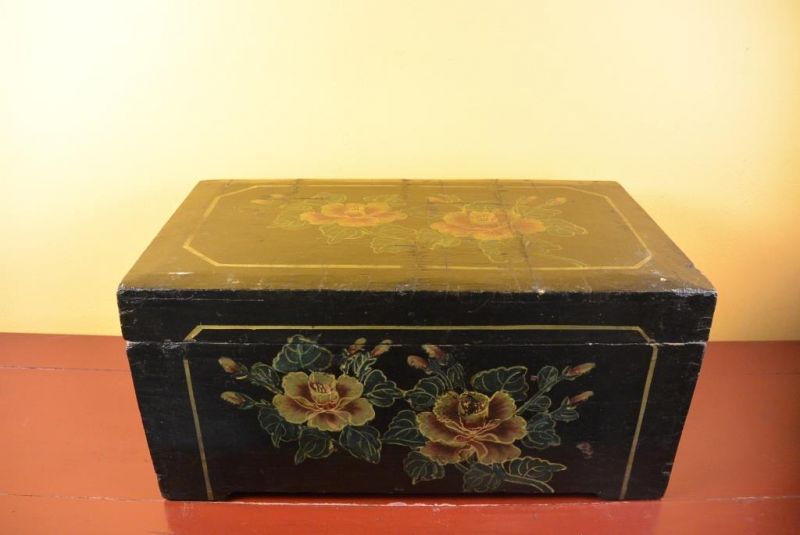 Mao era Old Chinese Chest - Flowers