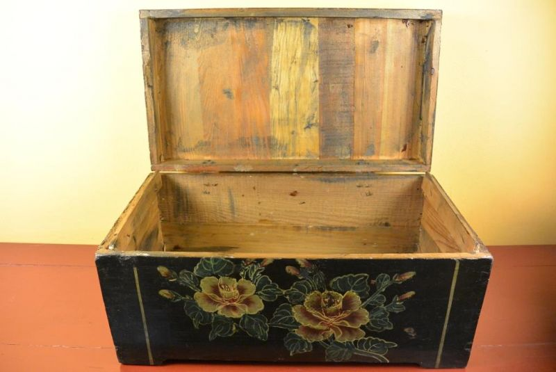 Mao era Old Chinese Chest - Flowers 4