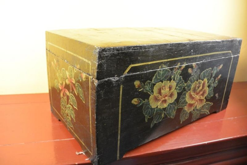 Mao era Old Chinese Chest - Flowers 5