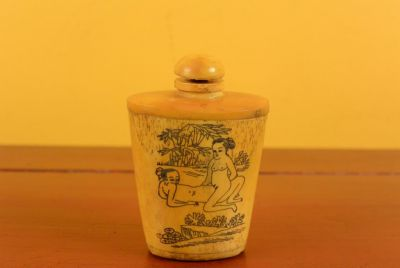 Erotica Snuff Box and Snuff Bottle Kamasutra