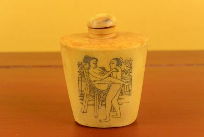 Erotica Snuff Box and Snuff Bottle Kamasutra 5