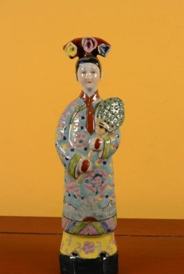 Small Chinese Porcelain statue - Woman 3