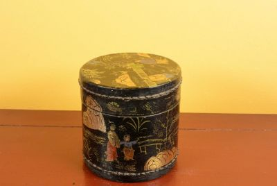 Small Chinese lacquer box - Black and gold