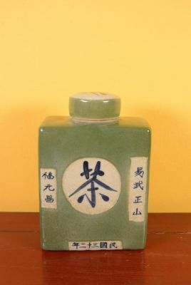 Small Chinese Porcelain Colored Potiche - Green