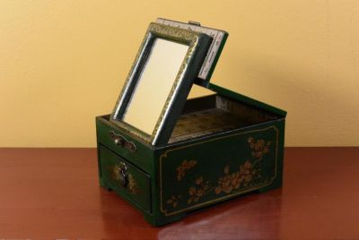 Small Chinese Box - Green Butterflies
