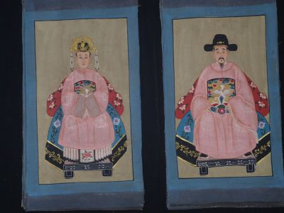 Small Chinese ancestors couple - Chinese Oil Painting - Pink
