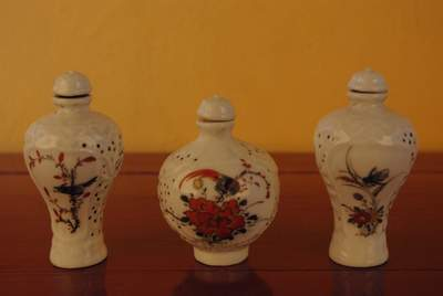 Chinese porcelain snuff bottle lot Insects of China