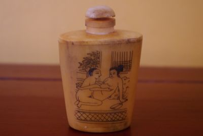 Erotica Snuff Box and Snuff Bottle Kamasutra 4