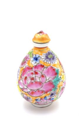 Chinese Porcelain Snuff Bottle Multicolored flowers 4
