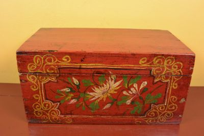 Old Chinese Chest White flowers