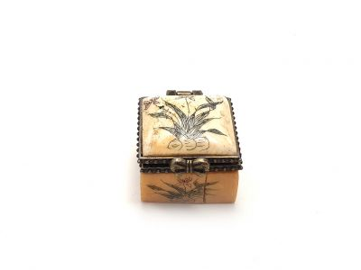 Small bone box Flowers Butterfly