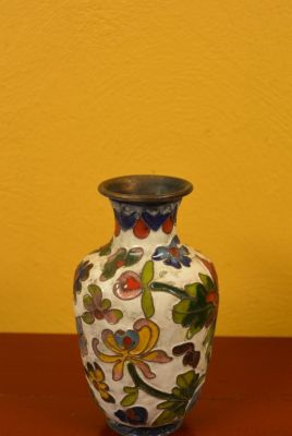 SmallVase in Cloisonné White Flowers