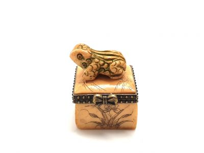 Small bone box Frog