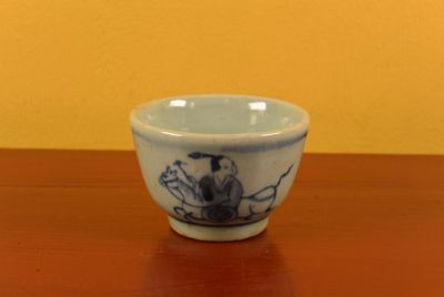 Small Chinese bowl or glass in porcelain Rider