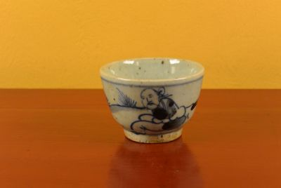 Small Chinese bowl or glass in porcelain Monk