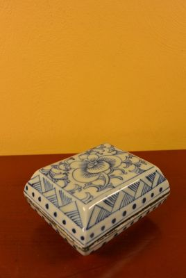 Chinese Porcelain Potiche box