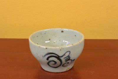 Small Chinese bowl or glass in porcelain Tribal