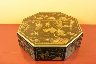 Chinese lacquer box - Black and gold