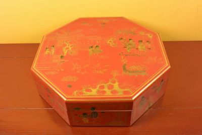 Chinese lacquer box - Red and gold