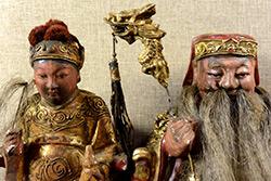 Viejas reproducciones de estatuas votivas chinas